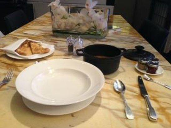 Café Royal Hôtel : room service, chicken korma