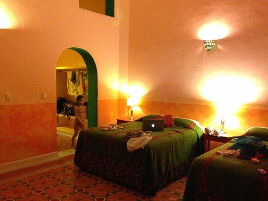 Hotel Medio Mundo: Our room