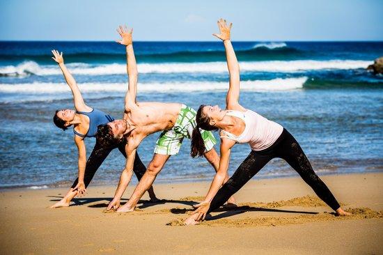 Orange Surf School: yoga at the beach