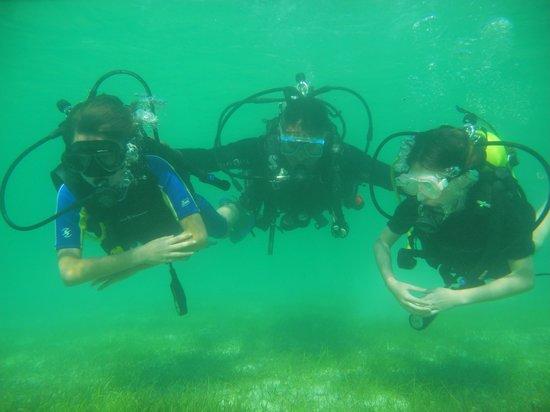 Akumal Dive Shop : Max, Luis, and Brianna diving in Akumal Bay.