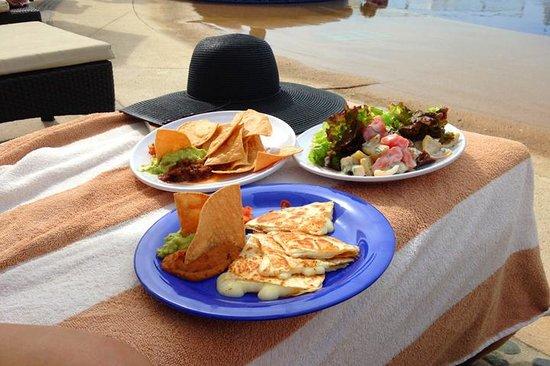 Pueblo Bonito Pacifica Golf & Spa Resort : poolside dining