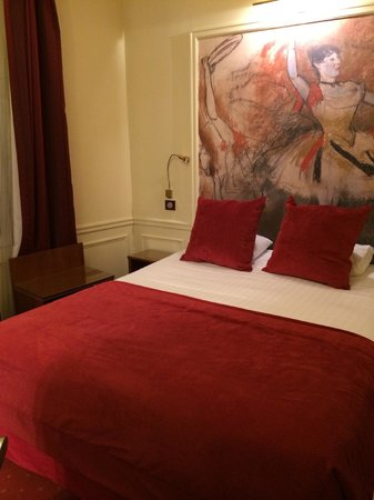 Timhotel Tour Montparnasse: tiny room