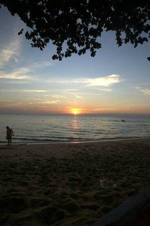 D Varee Jomtien Beach, Pattaya: Живописный закат
