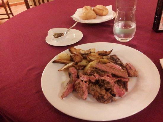 Villa Sgariglia Resort Campolungo: Tagliata con patate e salsa al tartufo nero