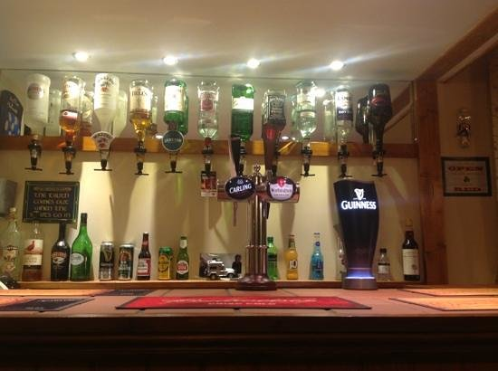 Clifton Villa Guest House : Well stocked bar with draught Carling lager,Worthington creamflow and a wide range of spirits an