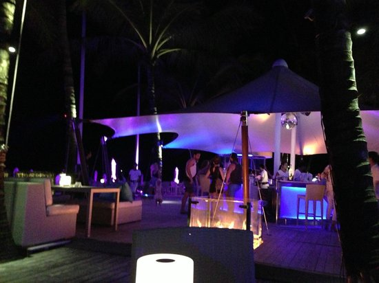 Twinpalms Phuket: Night time at the beach club