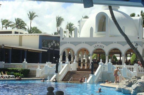 ClubHotel Riu Bambu: Main bar/pool area