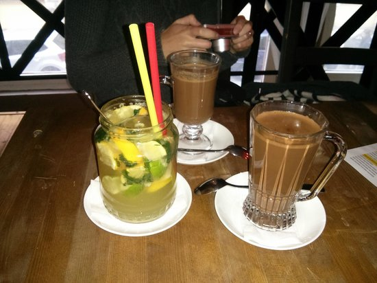BARbar Cafe & Chocolate: Lemonade & Hot chocolates - small & large
