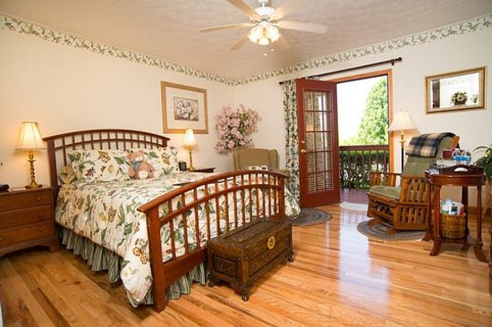 Berry Springs Lodge: Crystal Springs Queen Sunset Room