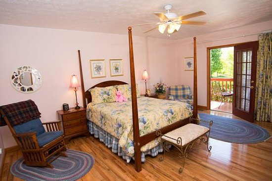 Berry Springs Lodge: Powder Springs Queen Sunset Room