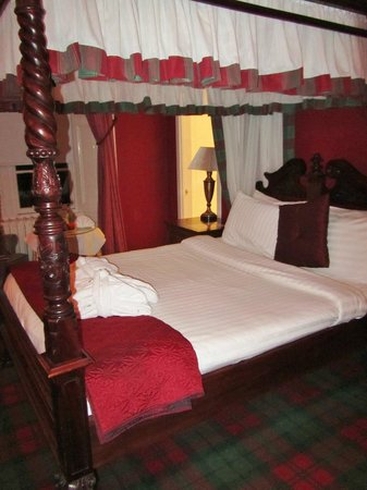 Dalmeny Park Country House Hotel: tartan carpet !