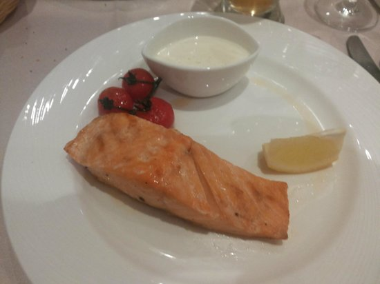 Holiday Inn Moscow-Tagansky: Restaurant: grilled salmon