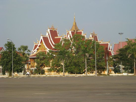 Pha Tha Luang (Große Stupa): The first glimpse