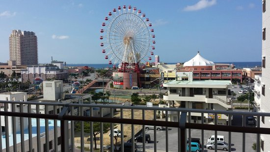 Terrace Garden Mihama Resort: Balcony w/ Ferris wheel view.