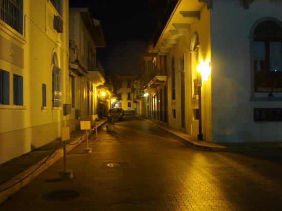 Panama RoadRunner Transportation: Old City Panama City at 1am