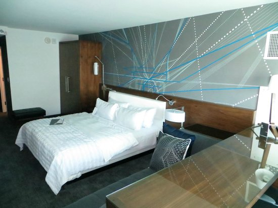 Le Meridien Atlanta Perimeter : So pretty! The most comfortable bed ever!