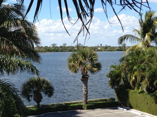 Fairfield Inn & Suites Palm Beach: Partial view of intracoastal from room