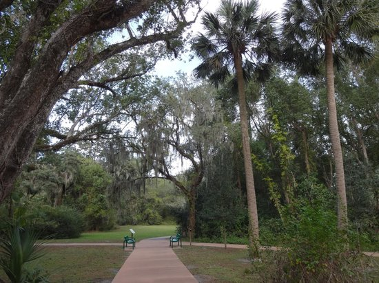 Cassadaga, Флорида: A leisurely stroll through serenity.