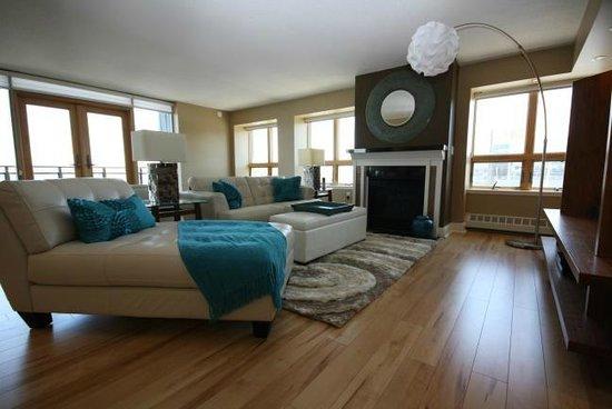 Premiere Suites - Bishop's Landing: Spacious separate living rooms