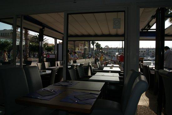 Restaurant Les Voiliers: vue sur le port