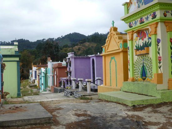 Chichi Cemetery: Crypts