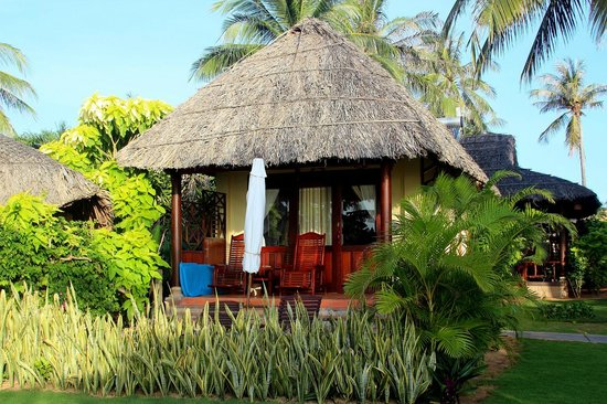 Bao Quynh Bungalow: Beach-front bungalow was rarely unoccupied