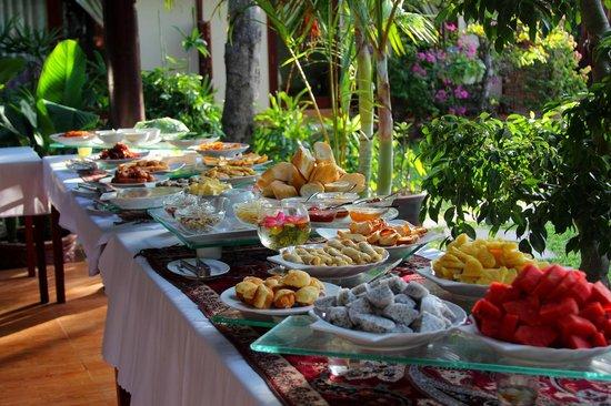 Bao Quynh Bungalow: Breakfast buffet
