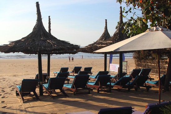 Bao Quynh Bungalow: Beach early in the morning