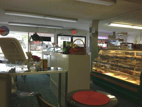 Vittoria's Italian Coffee & Pastry: Inside