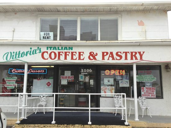 Vittoria's Italian Coffee & Pastry: Front