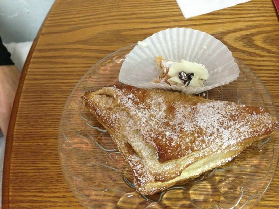 Vittoria's Italian Coffee & Pastry: Turnover