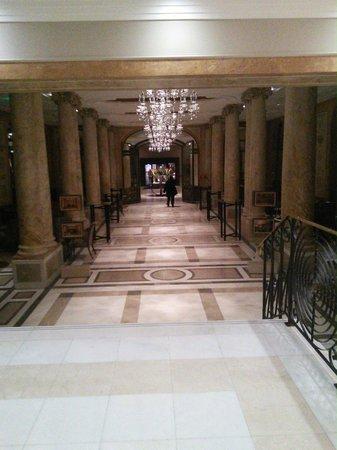 Athenee Palace Hilton Bucharest: Lobby