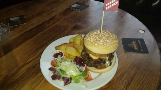 The Duchess Pub: The Infamous Duchess Burger 2 for £10