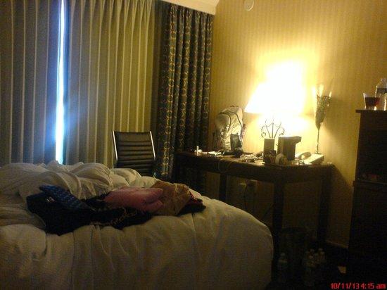 Hilton Pasadena: Room 909, facing west.
