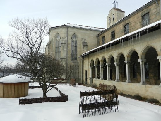 The Met Cloisters: The Courtyard