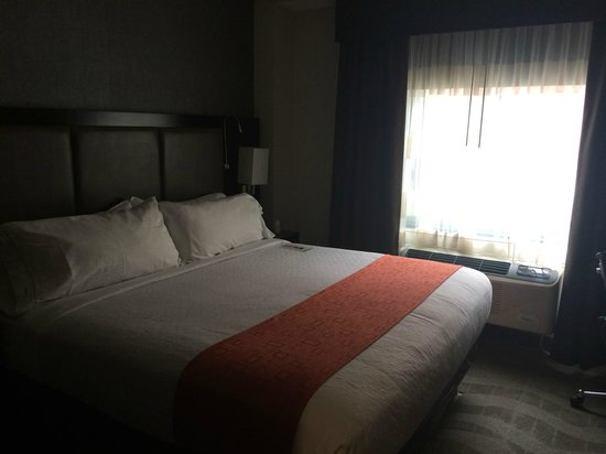 Holiday Inn NYC - Lower East Side: Bedroom with King size bed