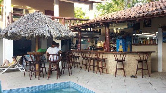Casa Larocque: Sitting poolside.