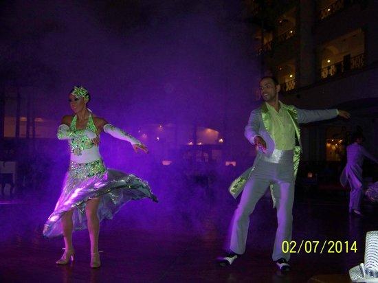 Hyatt Zilara Cancun: The Hyatt Zilara Dance Troupe in Lobby