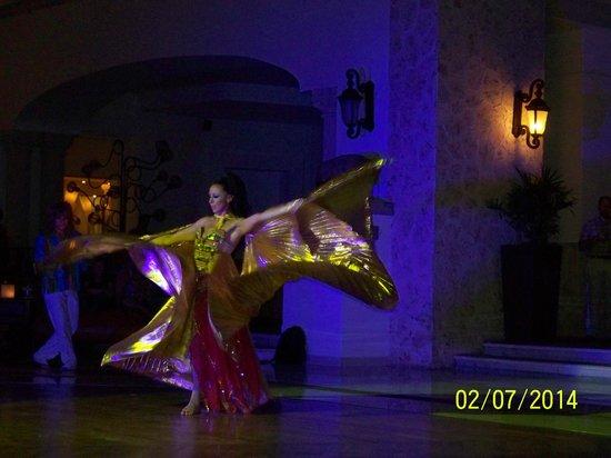 Hyatt Zilara Cancun : Friday Night Show - Main Ballroom in Lobby