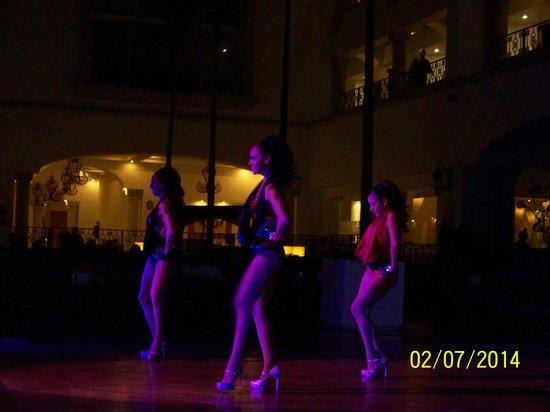 Hyatt Zilara Cancun : Dance Troupe in Beyonce Sequence