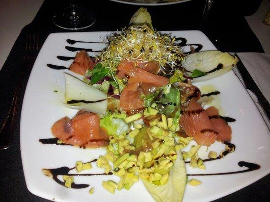 Calid cafe: Ensalada temprana con salmon noruego