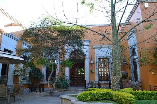 Los Abolengos Grand Class Casona Hotel en Tequila: Patio
