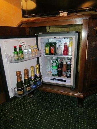 Metropole Hotel: Mini bar