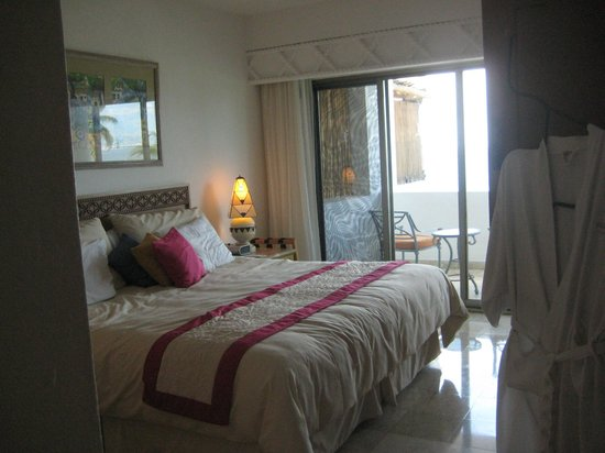 Villa Premiere Boutique Hotel & Romantic Getaway: Bedroom with covered balcony