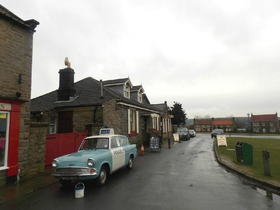 Goathland Tea Room & Gifts: Goathland Tea Rooms, beyond the vintage police car : February 2014