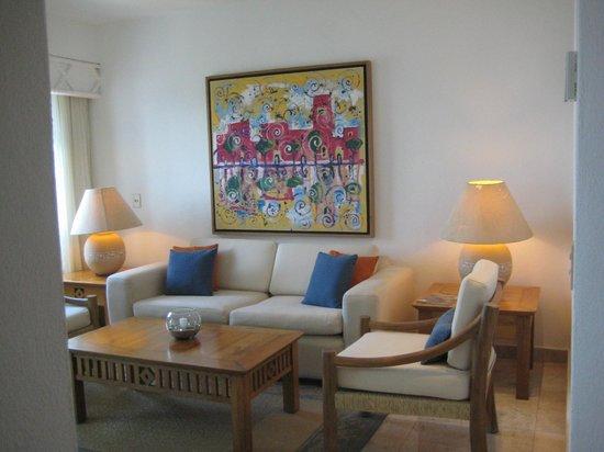 Villa Premiere Boutique Hotel & Romantic Getaway: Living Room area with balcony