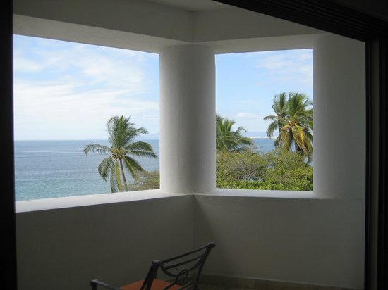 Villa Premiere Boutique Hotel & Romantic Getaway: Wrap around covered balcony with fantastic views