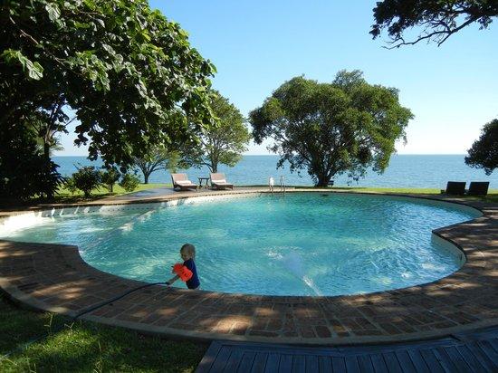 Puerto Valle - Hotel de Esteros: Pileta und Lagune