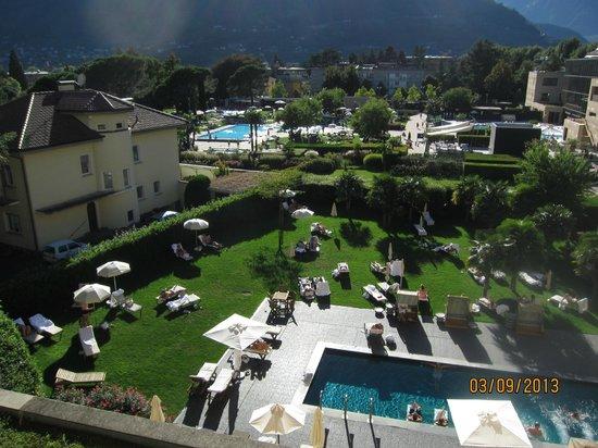 Hotel Therme Meran: Вид на территорию