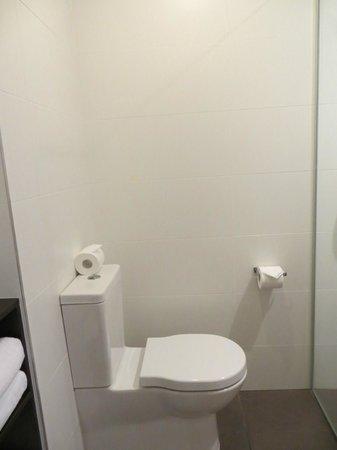 Rydges Auckland: Bathroom